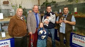 122 Kaninchen bei Jungtierschau des Rotenburger Züchtervereins F111