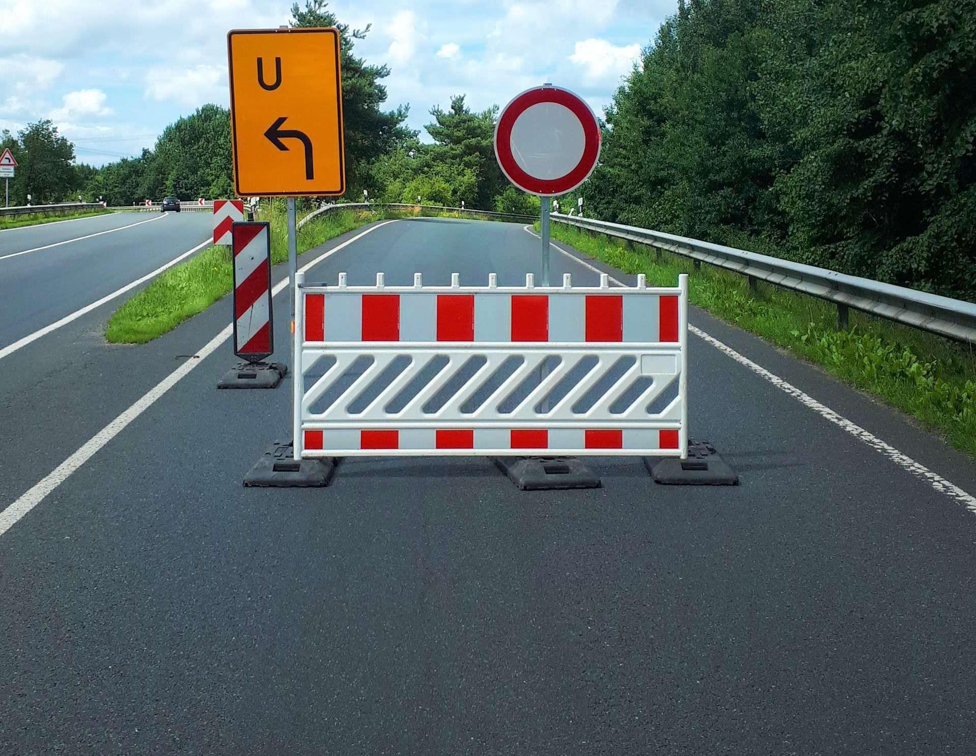 An Schilder wie diese müssen sich Rotenburger Autofahrer in den kommenden Wochen einstellen.