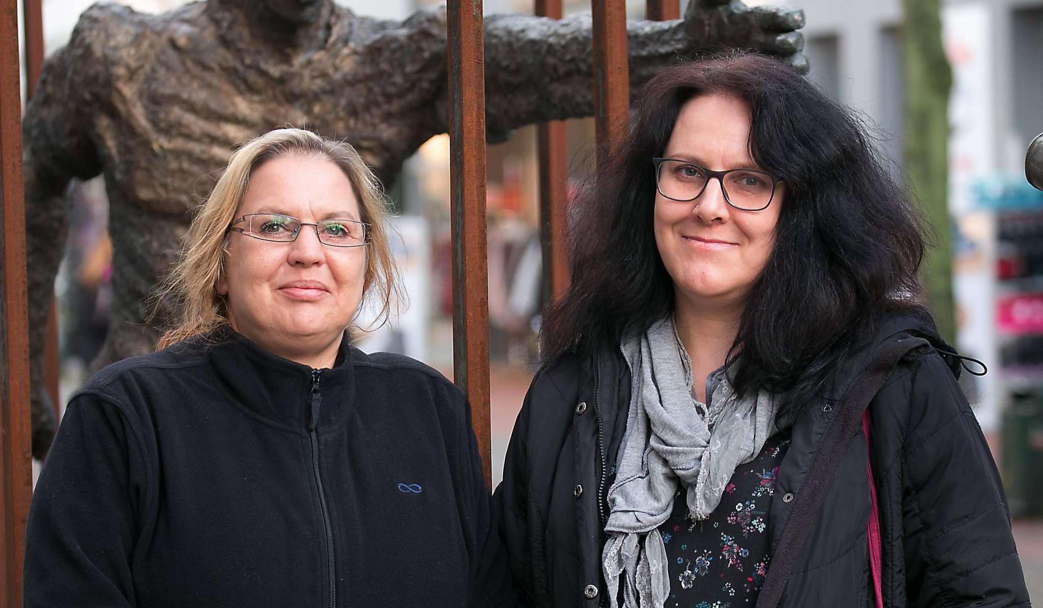 Die beiden Sprecherinnen der Bürgerinitiative Fundtierwohl Rotenburg, Manuela May (links) und Manuela Dierks, kämpfen dafür, dass Fundtiere wieder beim Tierschutzverein für den Landkreis Rotenburg abgegeben werden können.