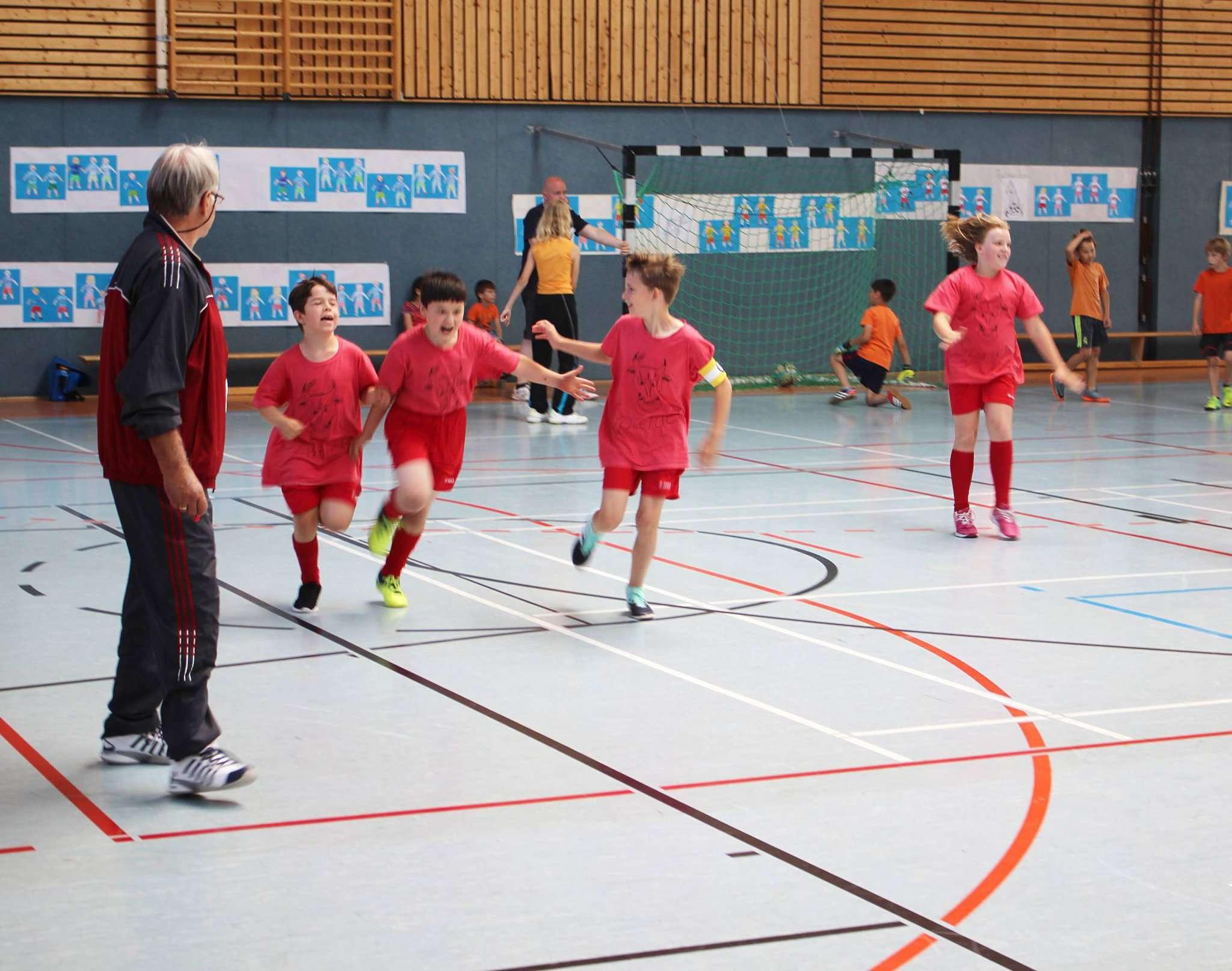 Die Spieler feierten jedes Tor der Mini-WM der Stadtschule. Foto: Henning Leeske