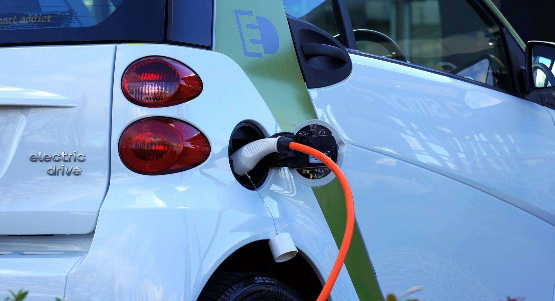 Elektrizitätsversorgungsunternehmen und Kommunen müssen noch Hausaufgaben erledigen, um die Elektromobilität stärker voranzubringen.