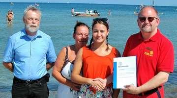 Leistungsschwimmerin Alina Stein aus Rotenburg erhält Ehrenurkunde des DLRG  Von Dennis Bartz und KlausDieter Tüxen