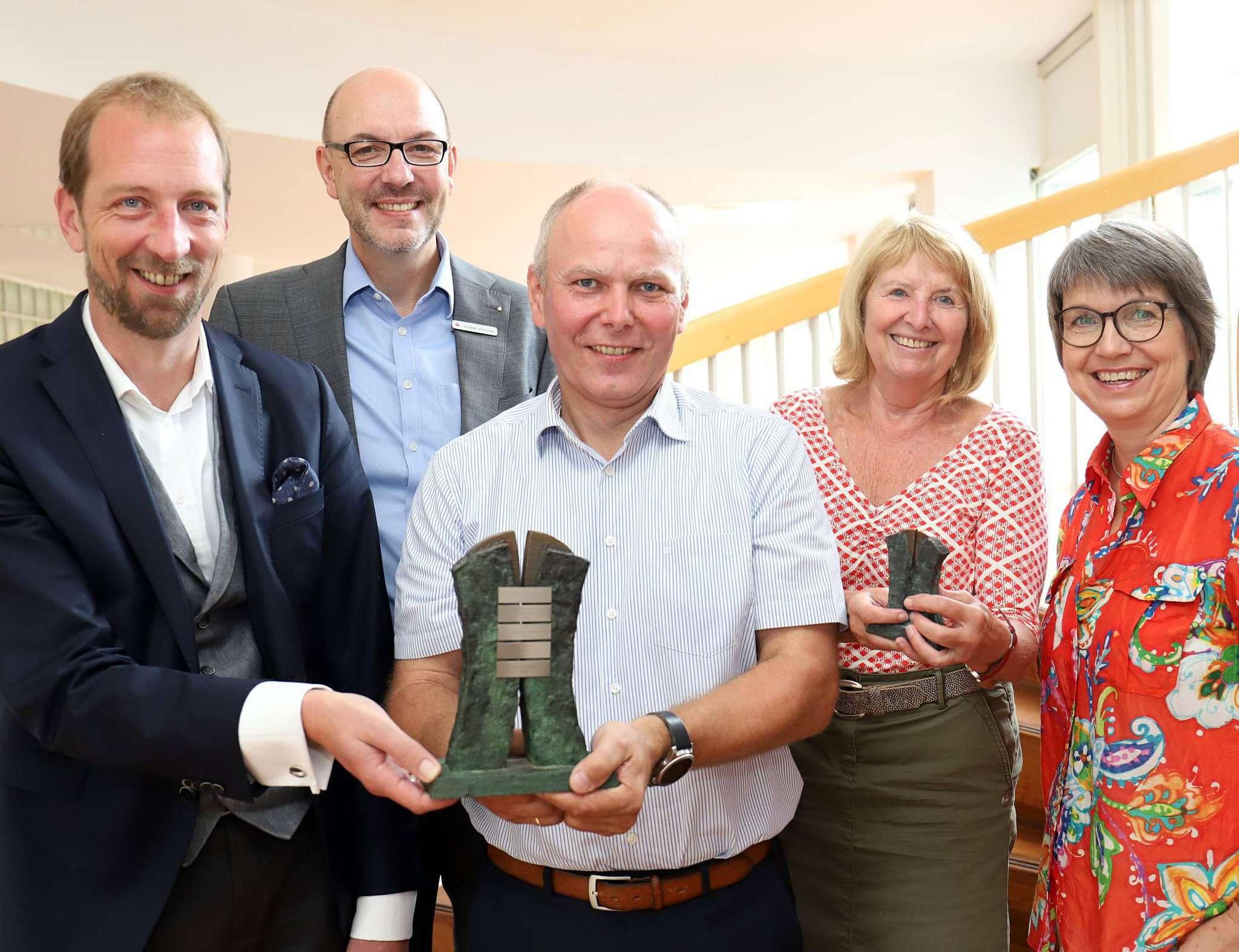 Heiko Kehrstephan (von links), Volker Eichler, Heiko Westermann, Marion Bassen und Bernadette Nadermann laden zur Verleihung des Rotenburger Wirtschaftspreises am 11. September ein.