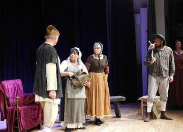 Rollentausch zeigt Der zerbrochene Krug von Kleist  Von Sünje Lo�s