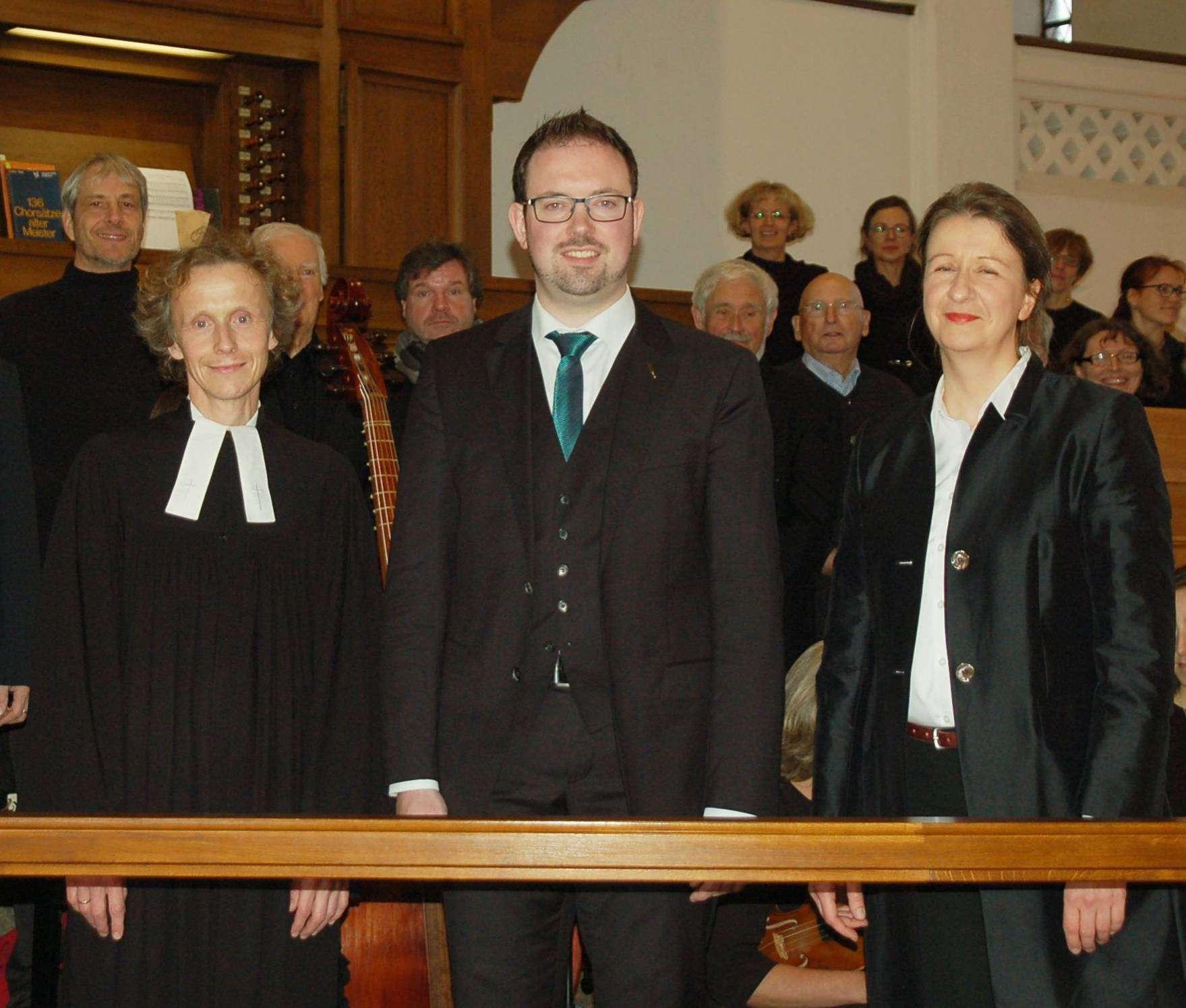 Kantor Simon Schumacher (Mitte) gestaltete seinen Einführungsgottesdienst zusammen mit den Pastoren Alexa und Matthias Wilke.