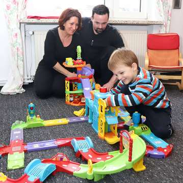 Familie mit autistischem Jungen 3 Jahre sucht eine Wohnung  Von Dennis Bartz