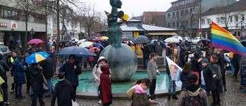 250 Teilnehmer demonstrieren gegen Rassismus in Rotenburg  Von Sünje Lo�s