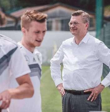 DFBPräsident erklärt nach UhrAffäre seinen sofortigen Rücktritt  Von Dennis Bartz