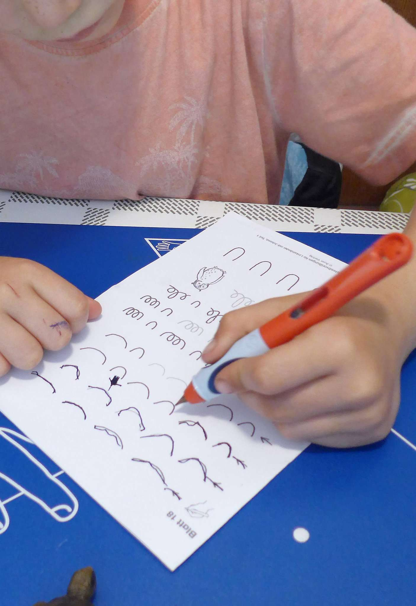 Linkshänder können genauso schnell und sauber schreiben.