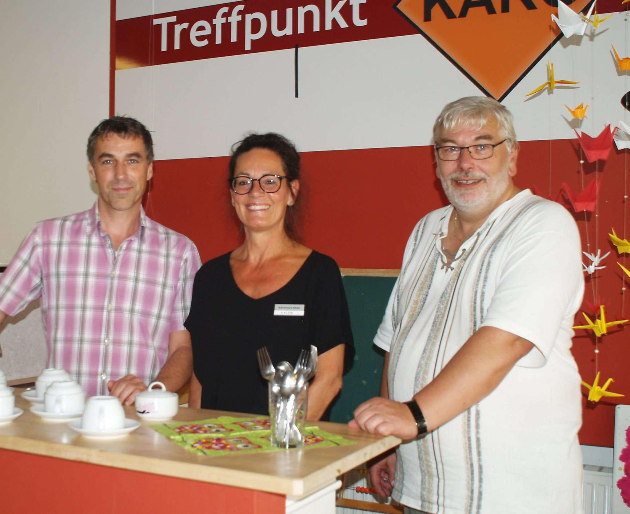 Björn Harms (von links), Annette Klein und Joachim Poeck laden zur Festwoche ein.