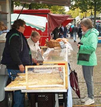 Wetter sorgt für weniger Besucher auf dem Kartoffelmarkt  Von Sünje Lo�s