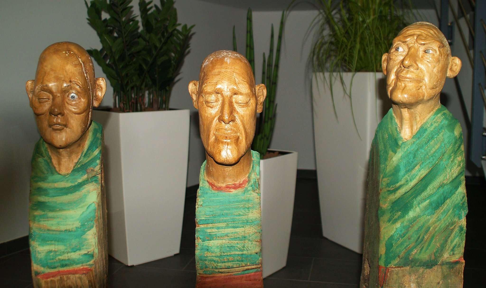 Die Ausstellung in den Stadtwerken ist vielfältig. Sie zeigt noch bis zum 10. Januar Bilder, Skulturen und Holzschnitte.
