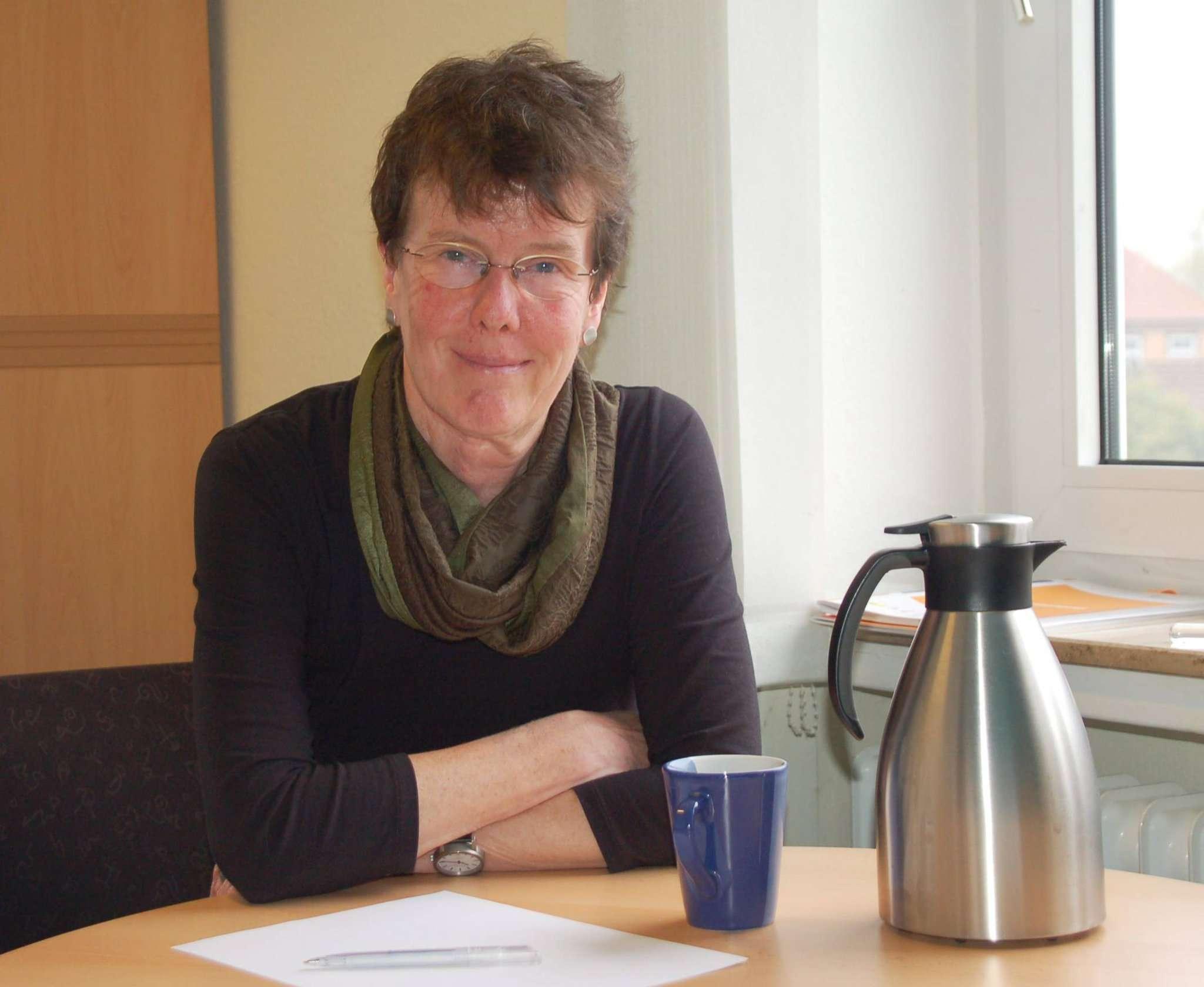 Dorothea Schwegler sucht Lösungen für Probleme, die junge Migranten in Deutschland haben können.