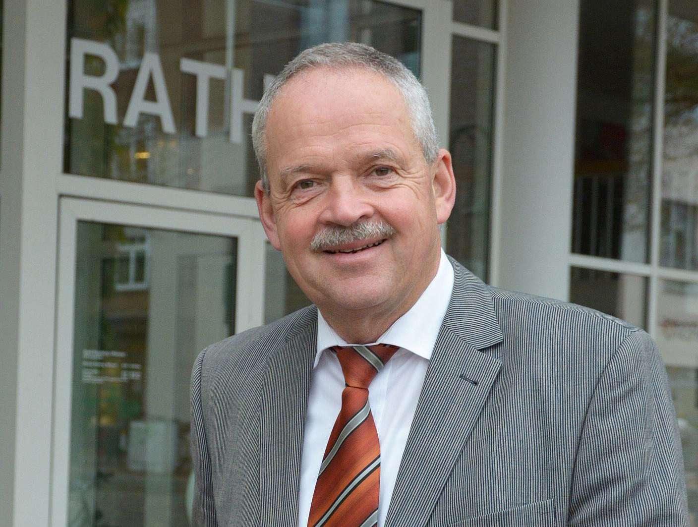 Bürgermeister Andreas Weber will sein Amt im Januar aufgeben, wenn sich der Rat heute Abend gegen den Antrag auf Einrichtung einer Oberstufe an der IGS entscheidet.