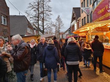 Rotenburger Nikolausmarkt in der Fußgängerzone gut besucht