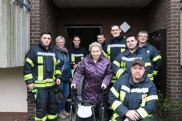 Freiwillige Feuerwehr erfüllt Wunsch von Annemarie Bassen  Von Dennis Bartz