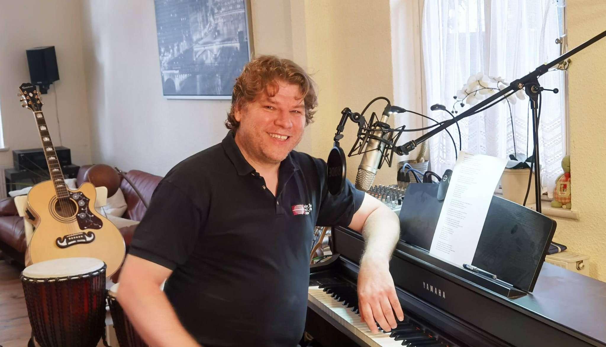 Marc Andreßen kennen viele als Sprecher des Ortsverbands der Grünen u2013 der Rotenburger hat nun bewiesen, dass er auch singen kann.