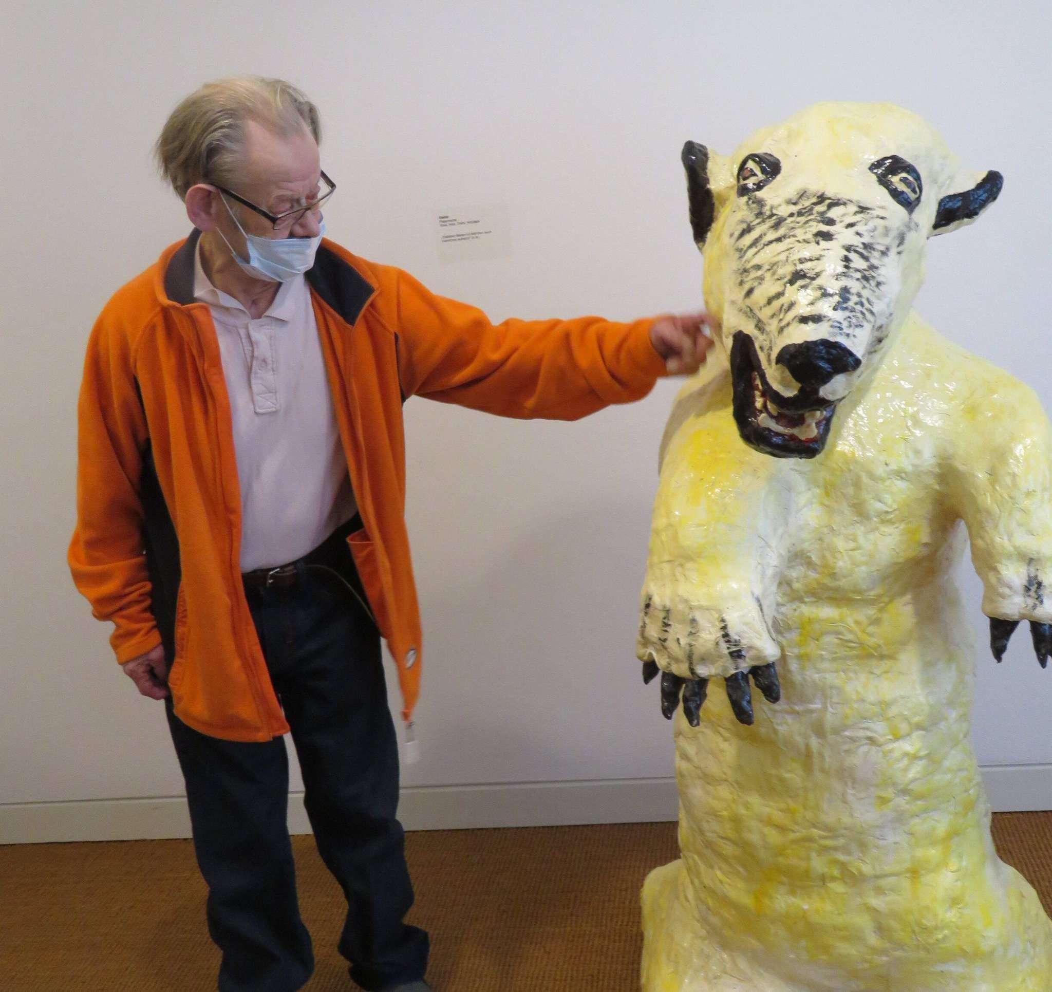 Mit seinen eigenwilligen Skulpturen drückt Alfred Meyer einen individuellen Kunststil aus. Fotos: Elke Keppler-Rosenau
