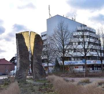 Stadt Rotenburg pflanzt 14 Blumeneschen in der Bahnhofstraße