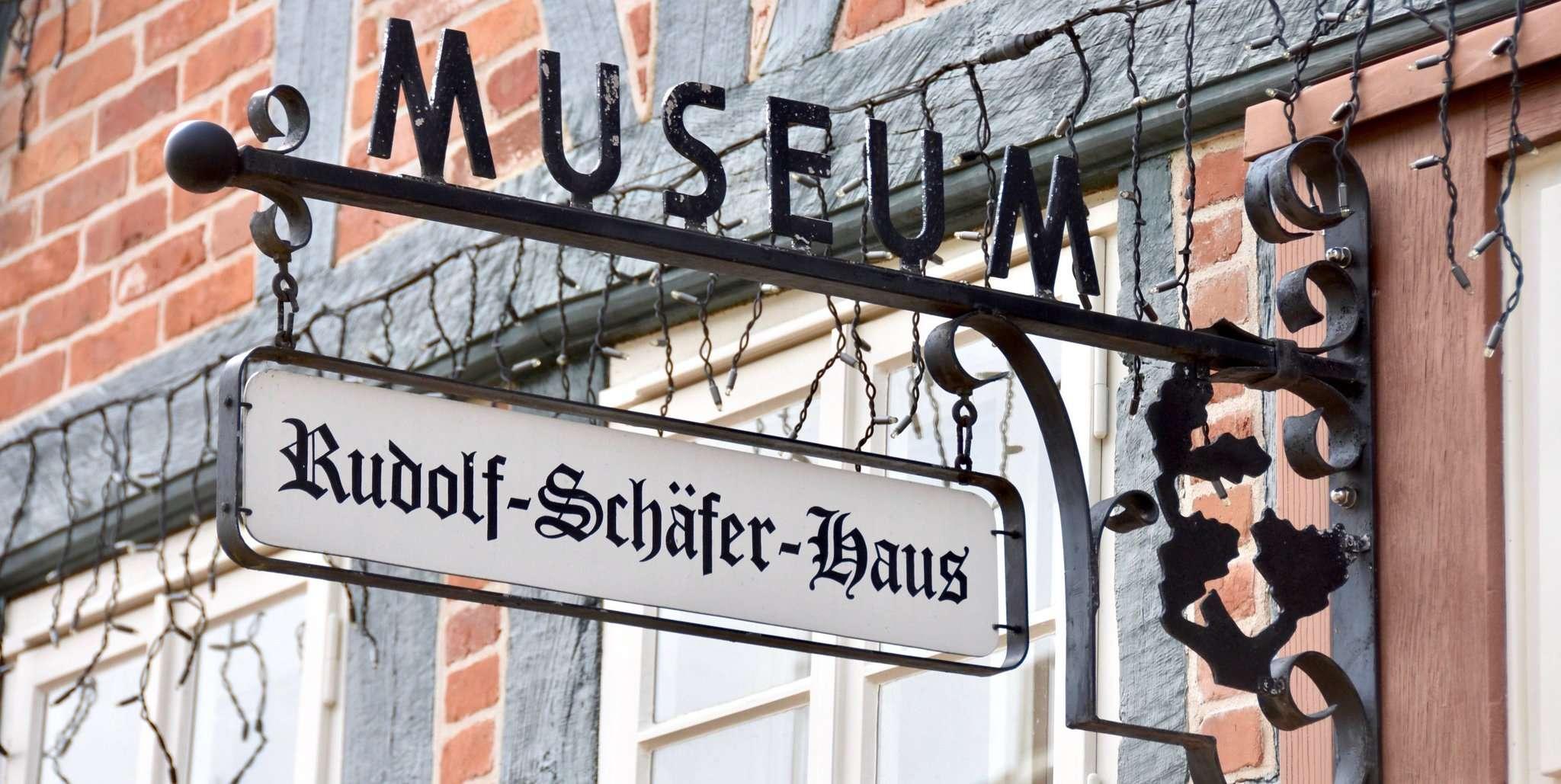 Es tut sich was unter dem eisernen Schild am Rudolf-Schäfer-Haus.