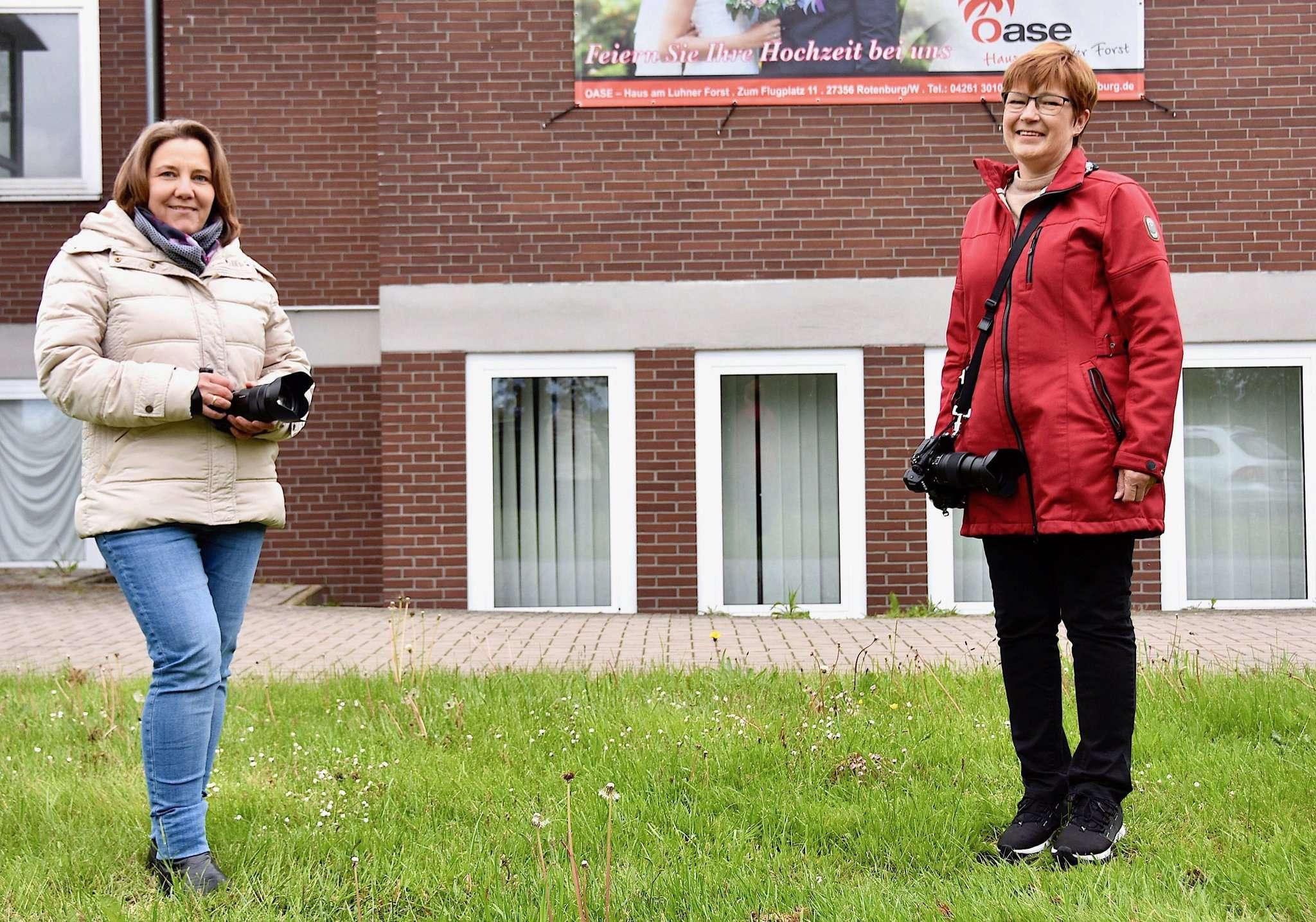 Jutta Frenzel und Christiane Rülicke freuen sich, wenn ein Treffen hier an der Oase endlich wieder machbar ist. Foto: Judith Tausendfreund