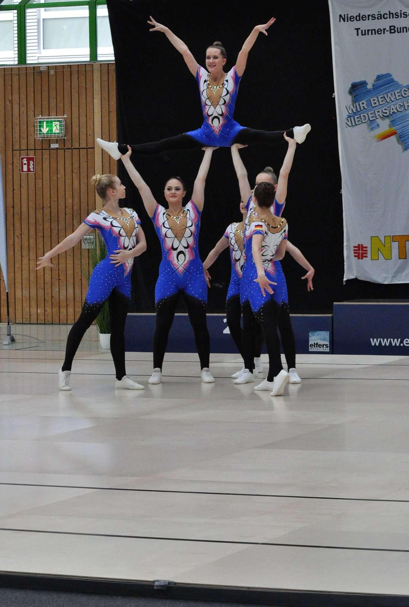 Aus 64 Platten besteht der spezielle Hallenboden der Aerobicturnerinnen, den der TuS Rotenburg vor einigen Jahren angeschafft hat und der mittlerweile in Buchholz fest verlegt ist.