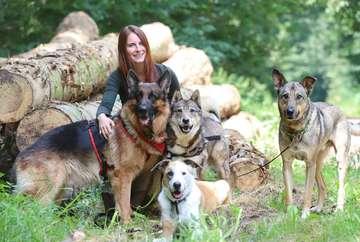 Lena Jaudzin startet Verhaltenstherapie mit Vierbeinern  VON DENNIS BARTZ