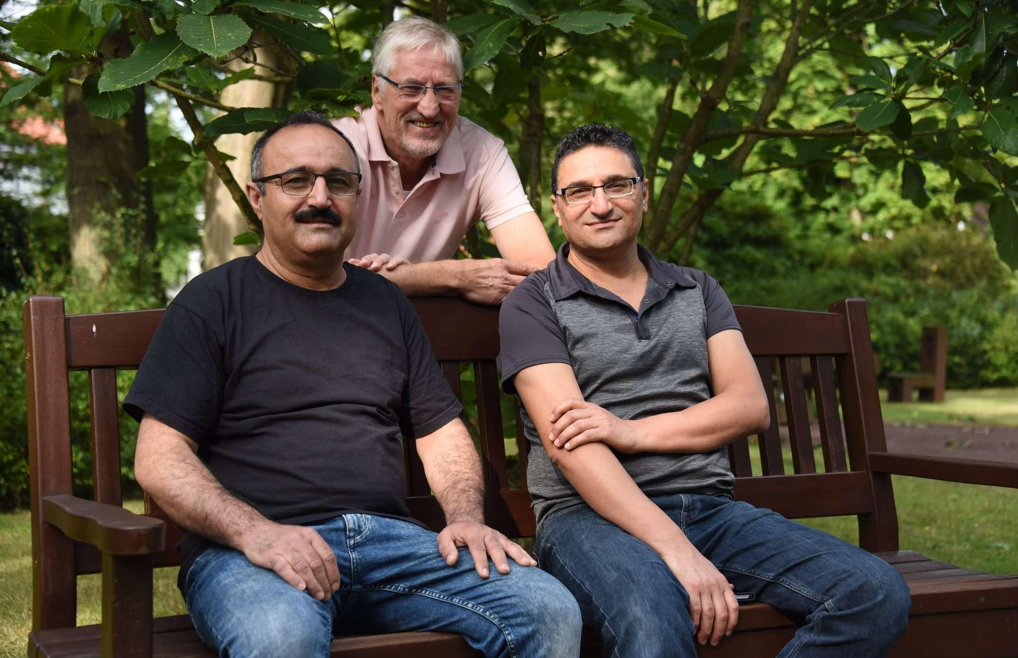 Künstlerfreunde: Hussein Khalaf (von links), Erich Milkereit und Sharif Ahmad Alkhatib kommen aus unterschiedlichen Ländern u2013 verbunden sind sie über die Malerei.