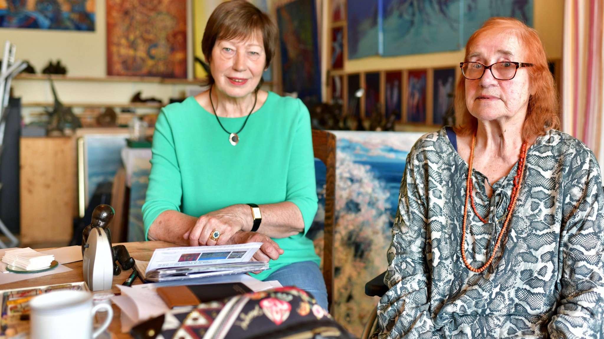 Ingrid Berg-Pund (r.) und Marianne Schmidt bereiten die neue Ausstellung im