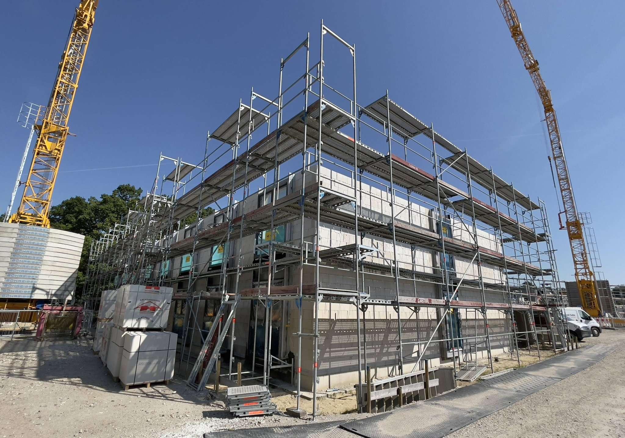 Der Bau des neuen Wohnheims am Therkornsberg geht gut voran. Im September 2022 wird es laut Rotenburger Diakonissen-Mutterhaus bezugsfertig sein. Foto: Menker