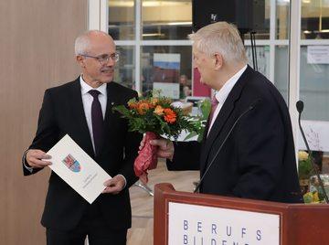 Kreis Rotenburg verabschiedet sich von Landrat Luttmann  VON MATTHIAS RÖHRS