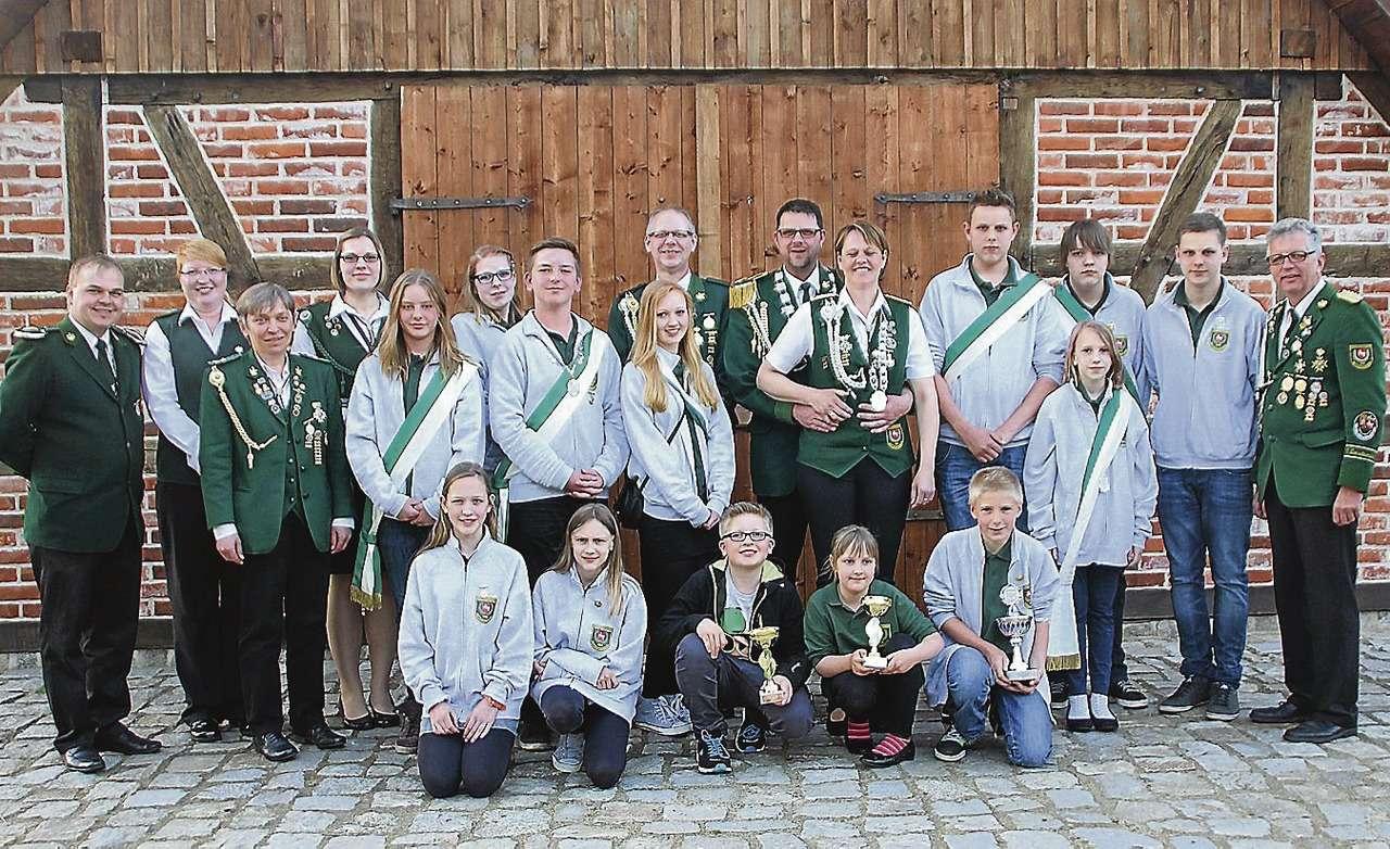 Die noch aktuellen Majestäten des Schützenvereins aus Wittkopsbostel