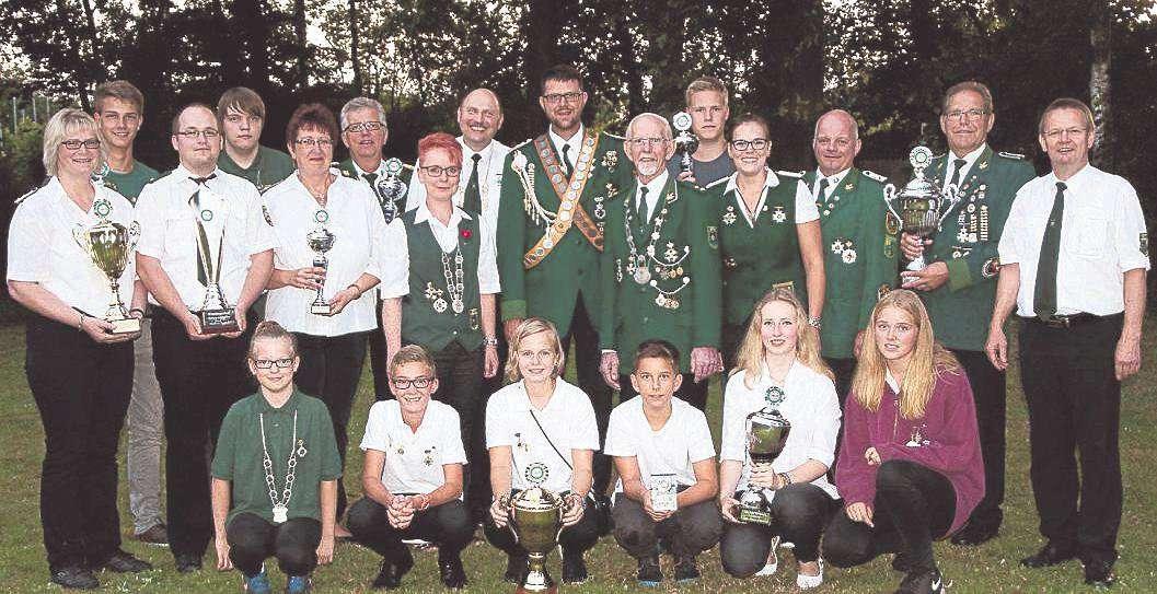Das neue Königshaus des Bruchdörfer-Schützenverbandes erlebte ein spannendes Fest.