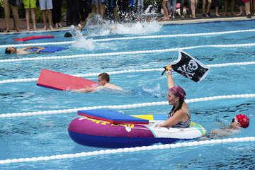 Vielseitiges Programm beim Schwimmfest im BeekeBad