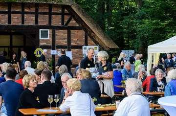 Gut besucht Scheeßeler Lions feiern Weinfest