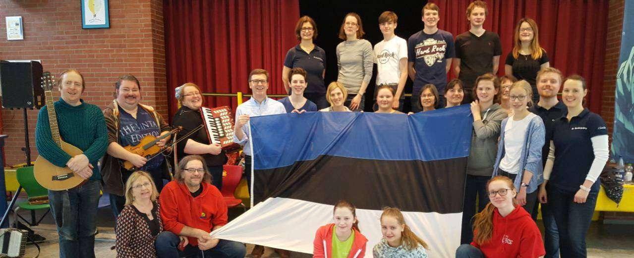 Die Beekscheepers freuen sich über die Gelegenheit, estnische Tänze zu lernen.