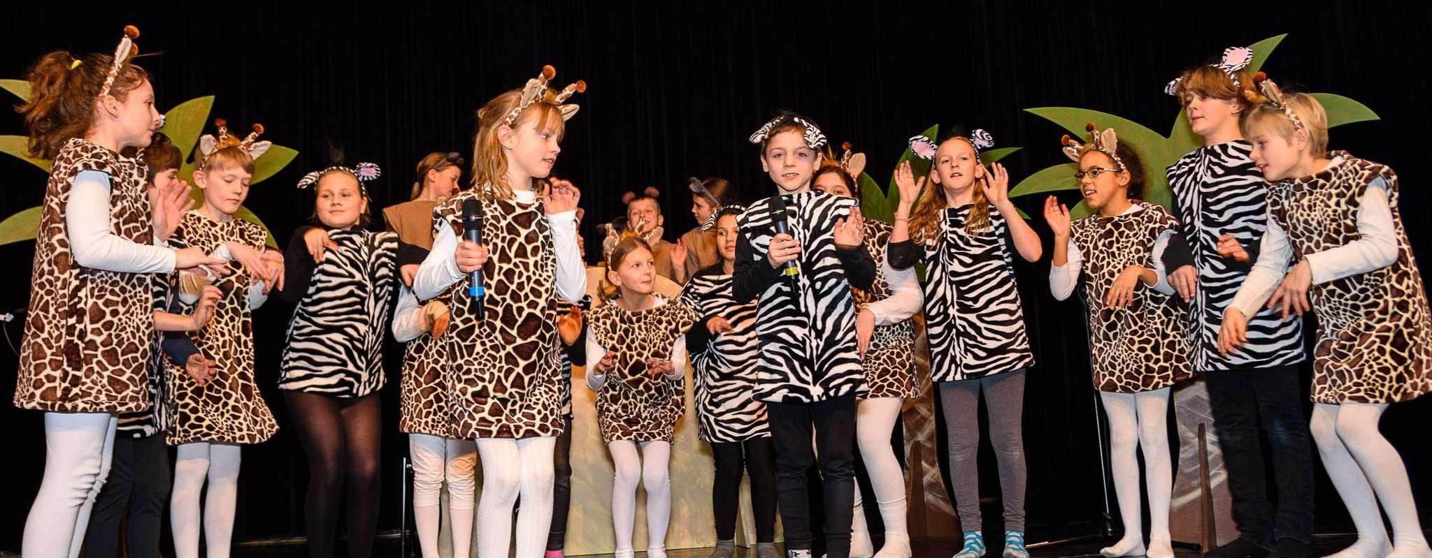 Die jungen Darsteller aus der afrikanischen Savanne überzeugten das Publikum mit großem Können. Foto: Klaus-Dieter Plage