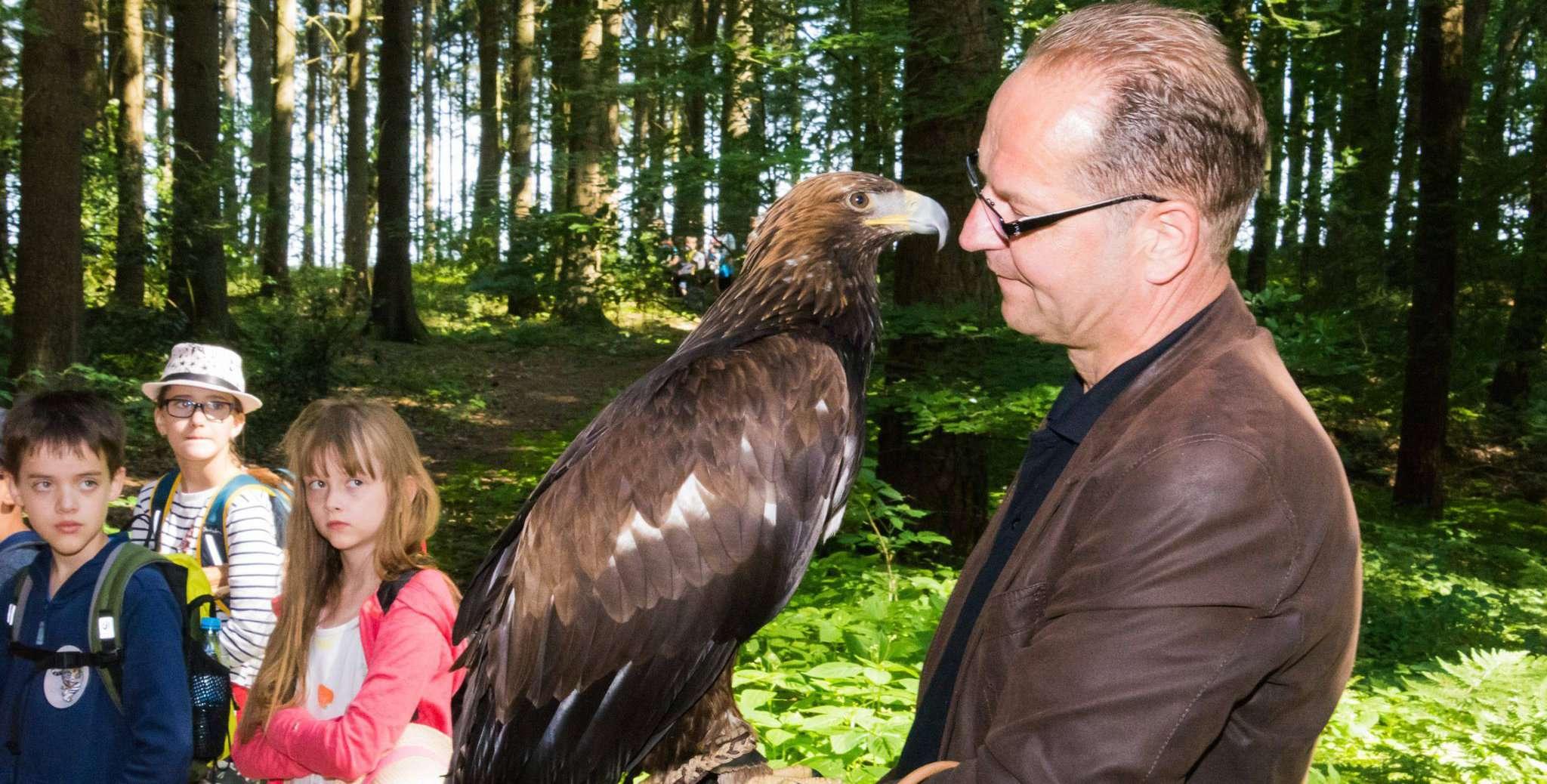 Robert Peters erzählte Wissenswertes über den Steinadler. Foto: Klaus-Dieter Plage