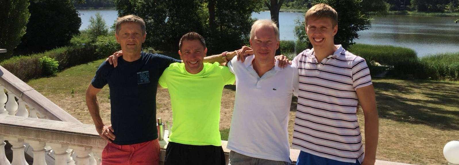Jürgen Klindworth (von links), Matthias Berulla, Volker Colmsee und Lukas Schmidt haben sich den Strapazen einer Mitteldistanz im Triathlon bei hohen Temperaturen ausgesetzt.