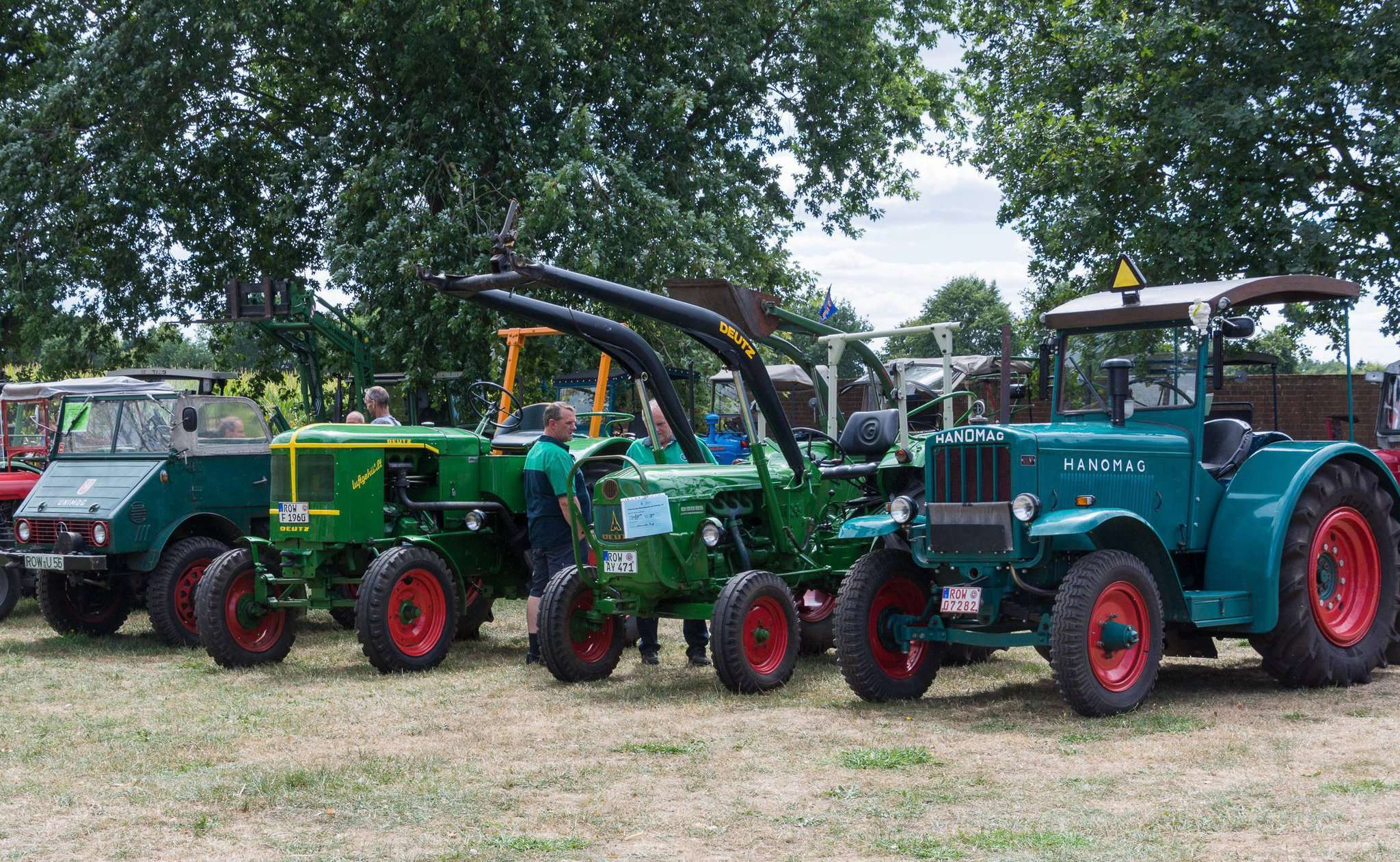 Mehr als 50 Fahrzeuge erwarteten die Besucher beim Oldtimertreffen in Wittkopsbostel. Foto: Klaus-Dieter Plage