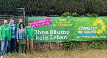 Grüne stellen Protestbanner gegen Baumfällung auf  Von AnnChristin Beims