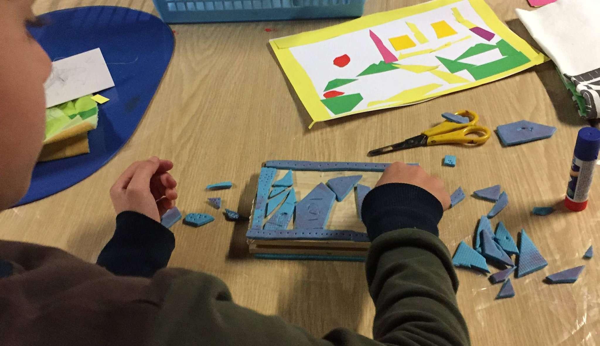 Mit viel Kreativität haben die Grundschüler Stempel hergestellt und damit kleine Kunstwerke geschaffen.
