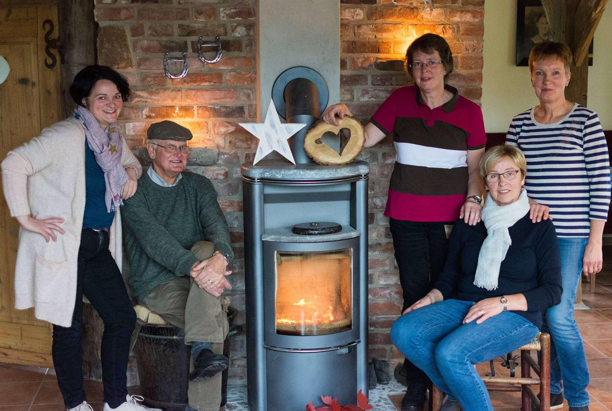 Carina Vajen (von links), Hans-Dieter Gerken, Sabine Gerken, Marianne Vajen und Ingrid Tietjen freuen sich auf das zweite Wintervergnügen. Foto: Klaus-Dieter Plage
