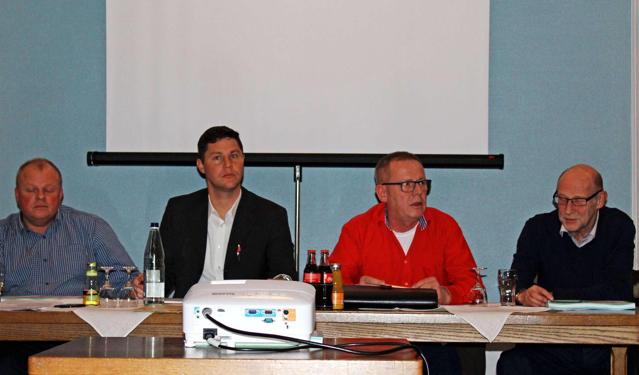 Michael Sablotzke (von links), Tobias Koch, Werner Kahlke und Wilfried Behrens sprachen über anstehende Investionen und Projekte. Foto: Ann-Christin Beims