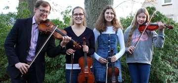 Schulmusikanten spielen in der Deutschen Botschaft in Helsinki