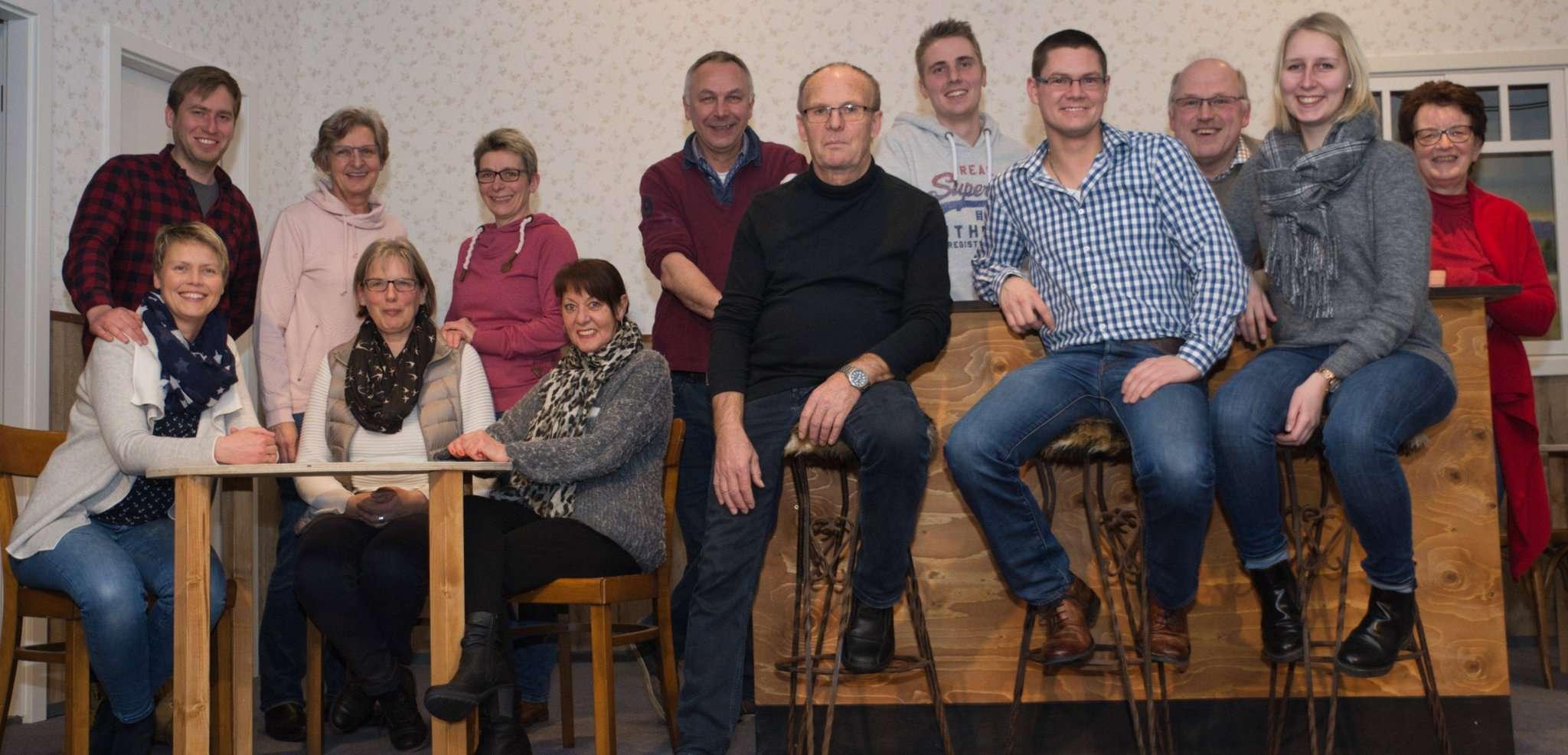 Die Laiendarsteller des Westerholter Eekenkrings freuen sich auf die Premiere ihres neuen Stückes, für das sie bereits fleißig proben. Foto: Klaus-Dieter Plage