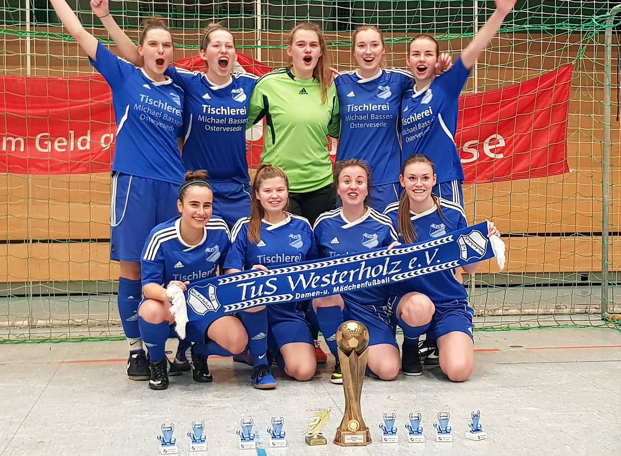 Zum siegreichen Team des TuS Westerholz gehören Tabea Albers, Bushra Arifi, Marleen Delventhal, Sonja Döhren, Tabea Link, Celine Lutz, Floris Meier, Imke Seyer und Dorit Weseloh.