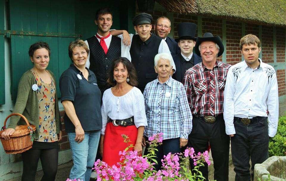 Eine ganz neue Art der Zusammenkunft: Familie Scherz mit ihren Gästen aus Idaho beim Beeke-Festival 2015