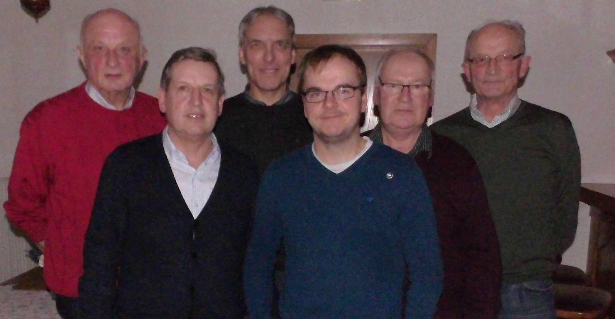 Die geehrten Mitglieder Wilfried Henning (von links), Rainer Windler, Vorsitzender Kurt Wahlers, Michael Lieske, Hermann Hilken und Herbert Henning
