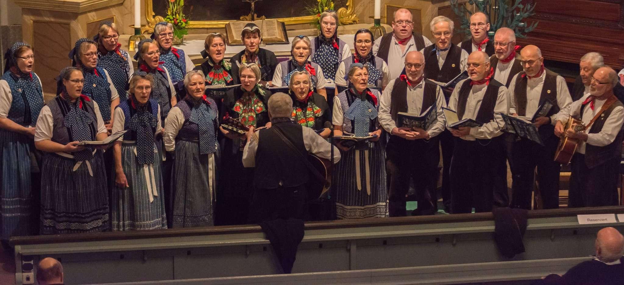 Mal ernst, mal rockig, aber immer unterhaltsam: Die Sänger der Beek-Uln zeigten bei ihrem Konzert in der Scheeßeler Kirche ihre große Vielfalt. Fotos: Klaus-Dieter Plage